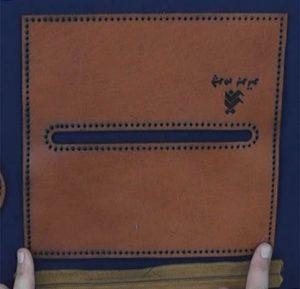 jamedadi1 300x289 - آموزش دوخت جامدادی استوانه ای چرم دست دوز- استاد مرجان محمدی – آموزش تصویری رایگان